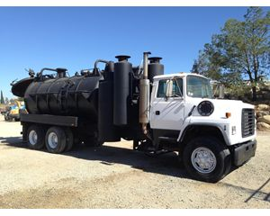 Ford L9000 Sewer Truck