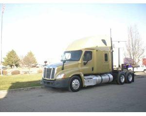 Freighter Cascadia Sleeper Truck