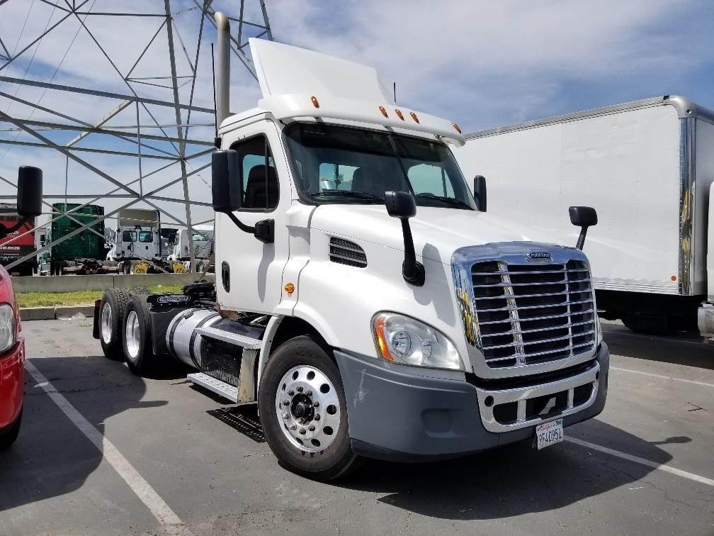 2016 Freightliner Cascadia 113 Tandem Axle Day Cab Truck, Cummins