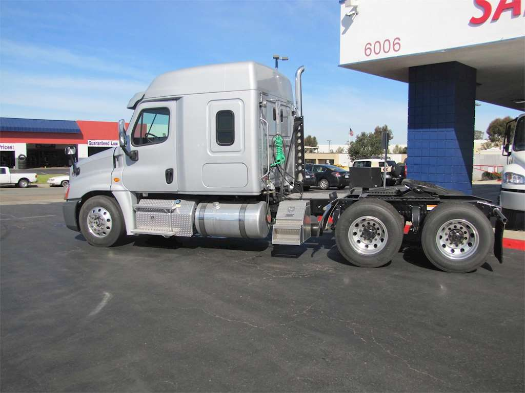 2016 freightliner cascadia 125 sleeper semi truck for sale 250 miles san diego ca hd3982. Black Bedroom Furniture Sets. Home Design Ideas
