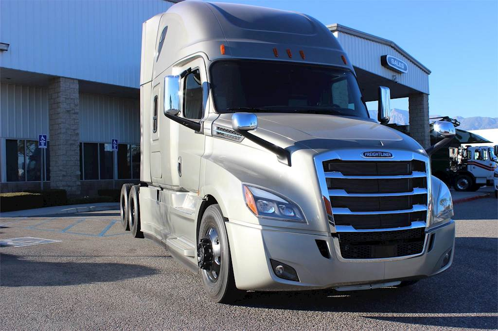 2018 Freightliner Cascadia 126 Sleeper Semi Truck For Sale