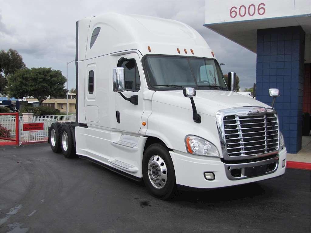 2016 freightliner cascadia 125 sleeper truck for sale 198 000 miles san diego ca 13843c. Black Bedroom Furniture Sets. Home Design Ideas