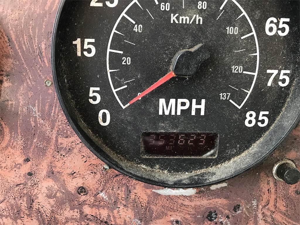 2002 International 9400i Sleeper Semi Truck, Cummins N14