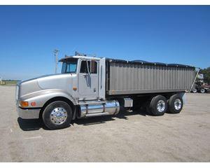International 9400 Farm / Grain Truck