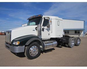 International 5900I Sleeper Truck