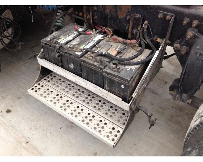 2001 Freightliner Fld120 Battery Box For Sale