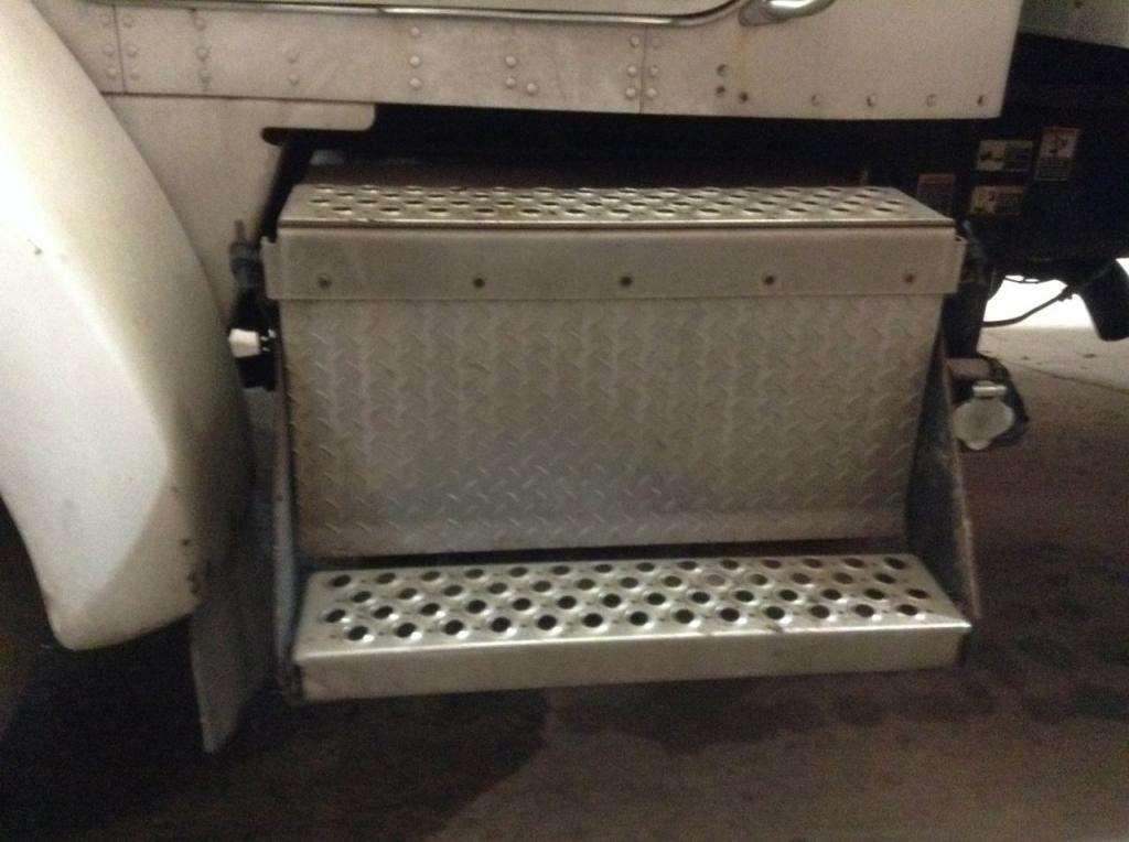 2006 kenworth t300 battery box for sale 232 684 miles. Black Bedroom Furniture Sets. Home Design Ideas