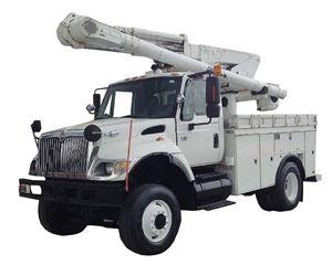 International 7300 Bucket / Boom Truck