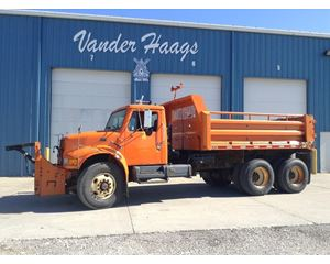 International 4900 Heavy Duty Cab & Chassis Truck