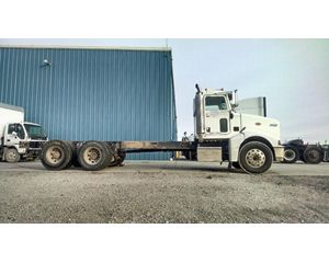Peterbilt 385 Heavy Duty Cab & Chassis Truck