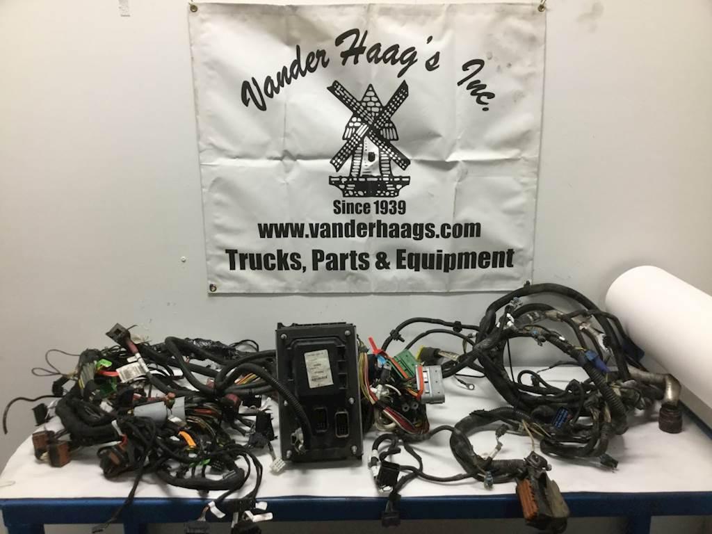 2015 kenworth t680 cab wiring harness for sale sioux falls, sd 24621928 mylittlesalesman com Kenworth Delphi Radio Wiring Harness