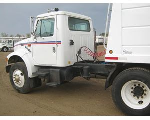 International 4900 Cabover Day Cab