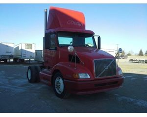 Volvo VNL64T630 Conventional Daycab