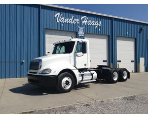 Freightliner CL12064ST-COLUMBIA 120 Day Cab Truck