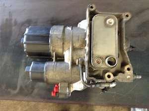 2010 detroit dd15 engine oil filter base for a freightliner cascadia