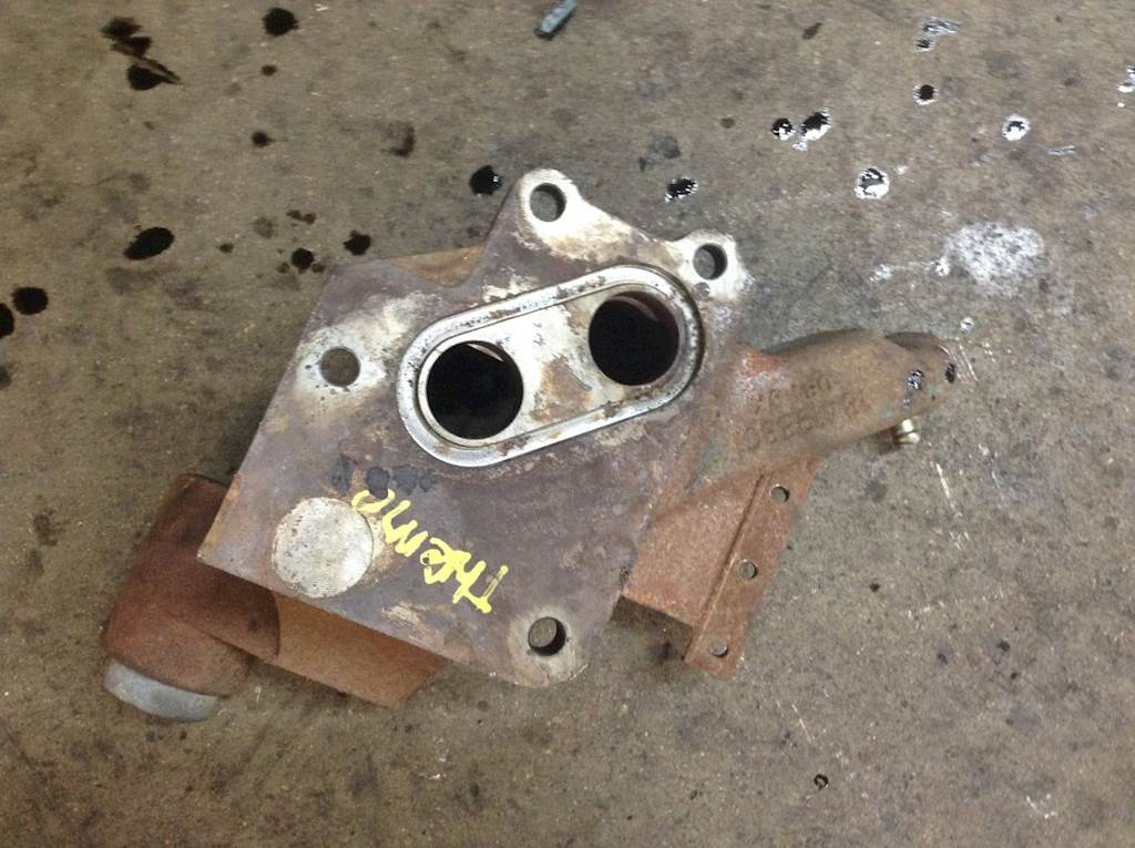 2005 International Dt466e Engine Thermostat Housing For A