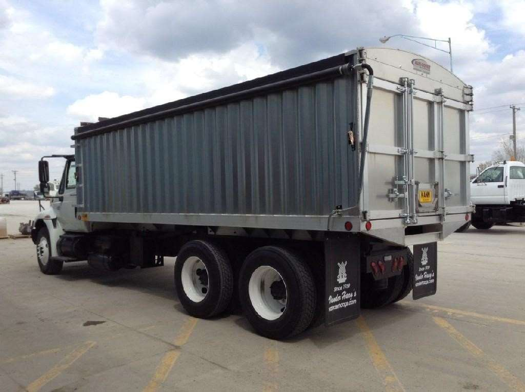 2004 international 4400 farm grain truck for sale 469 318 miles council bluffs ia. Black Bedroom Furniture Sets. Home Design Ideas