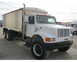 International 4900 Farm / Grain Truck