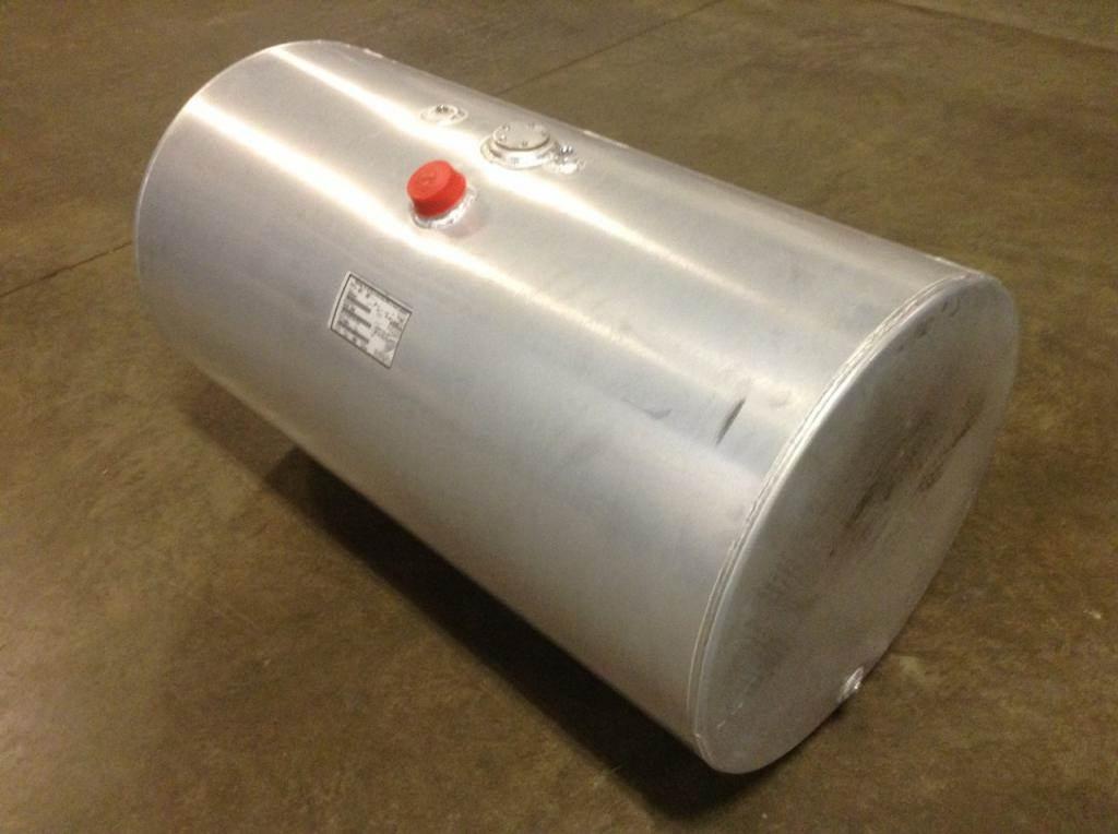 2017 Mack Pinnacle CXU613 Fuel Tank for a MACK CXU613 For Sale | Spencer,  IA | 20922039 | MyLittleSalesman com
