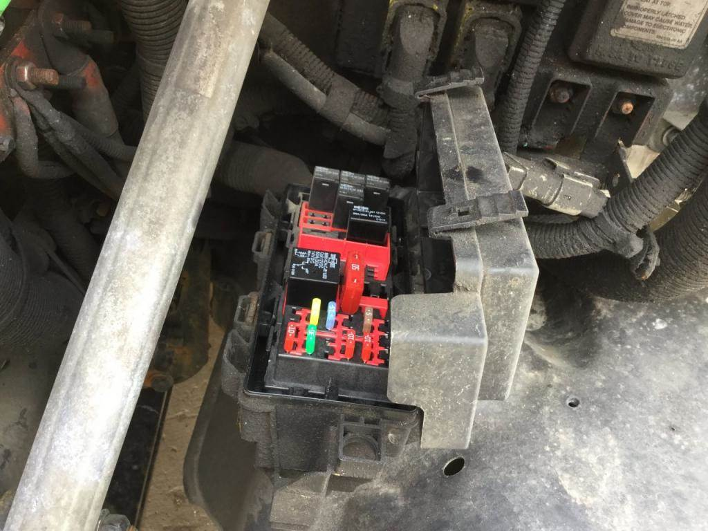 2014 Freightliner Cascadia Fuse Box For Sale Spencer Ia In Pipe