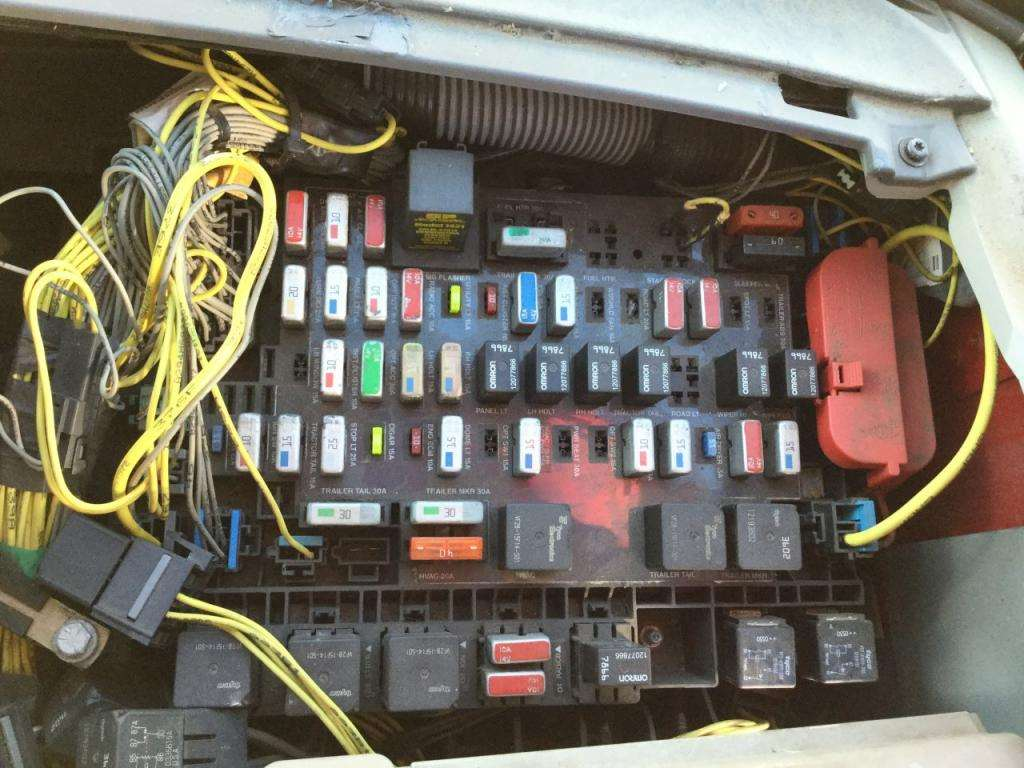 Fuse Box Location Home : Freightliner century class fuse box for a