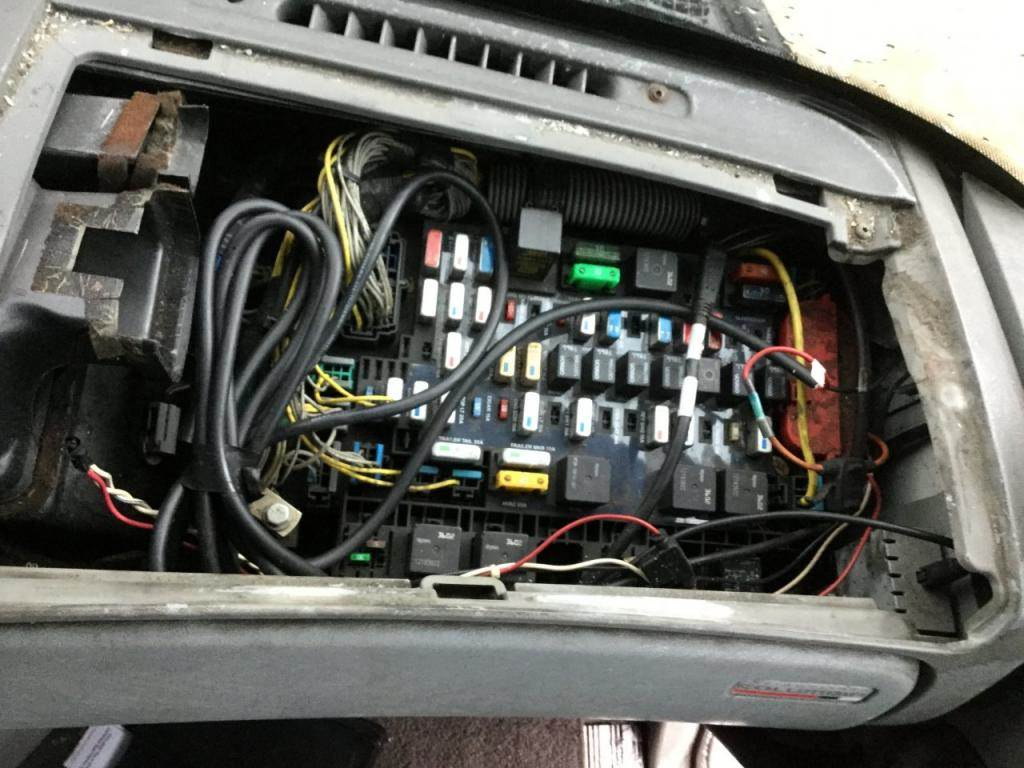 2006 freightliner columbia 120 fuse box for sale spencer 2006 freightliner fuse box locations 2006 freightliner fuse box #2