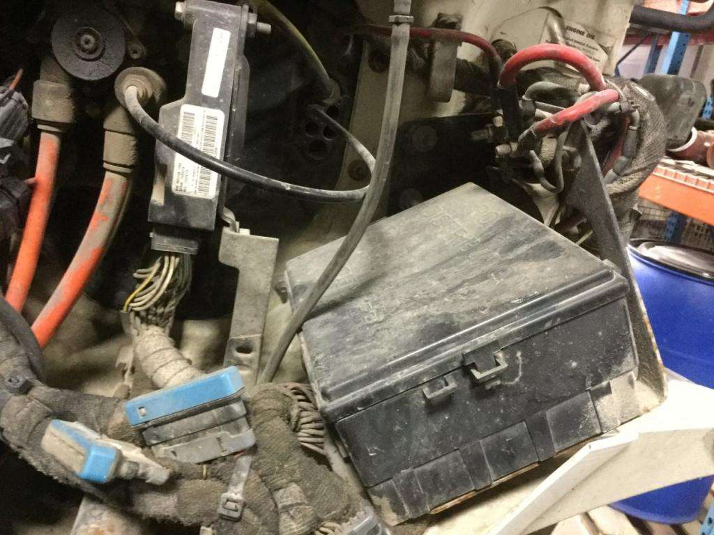 2005 international 4300 under hood fuse box diagram   51