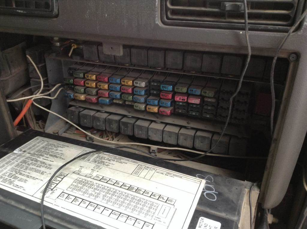 International 9800 Fuse Box