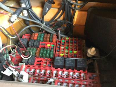 2005 kenworth t2000 fuse box for sale spencer ia 24611074 rh mylittlesalesman com 2007 kenworth t2000 fuse box kenworth t2000 fuse panel location