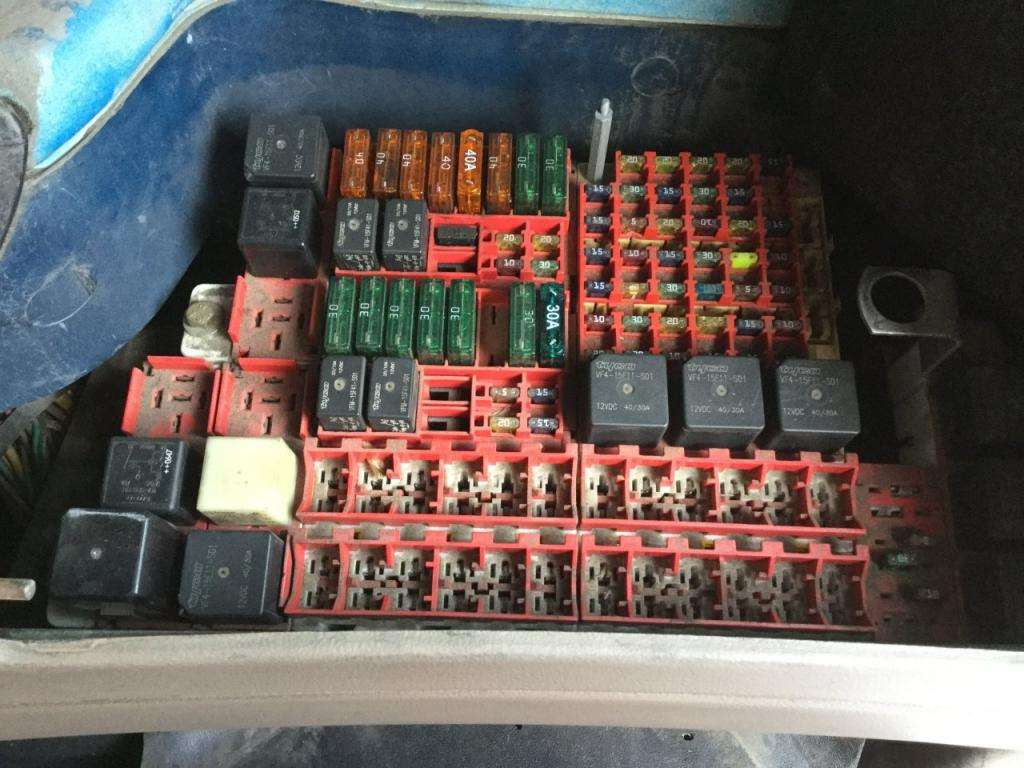 Fuse Boxes Panels Kenworth T2000 9500501 2006 kenworth t2000 fuse box for sale spencer, ia 24600179 fuse box for sale at bayanpartner.co