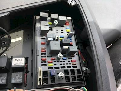 mack pinnacle cxu613 fuse box for a mack cxu613