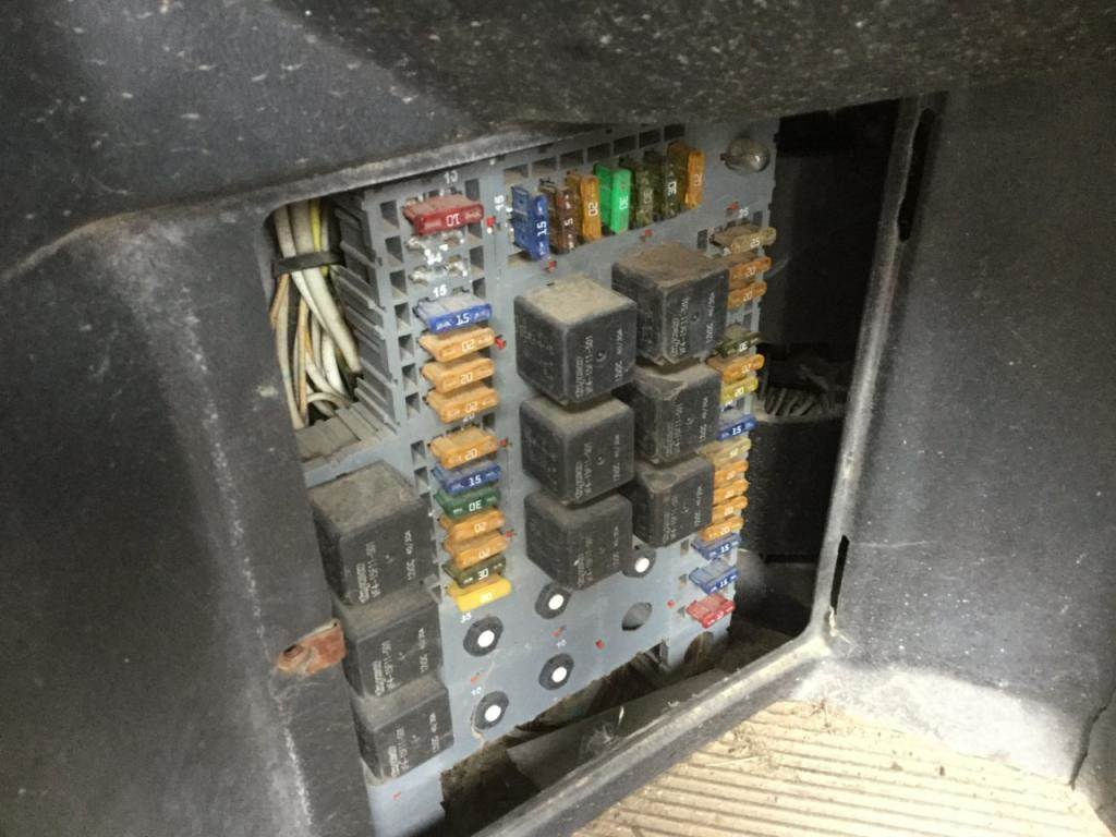2005 peterbilt 378 fuse box for sale spencer ia. Black Bedroom Furniture Sets. Home Design Ideas