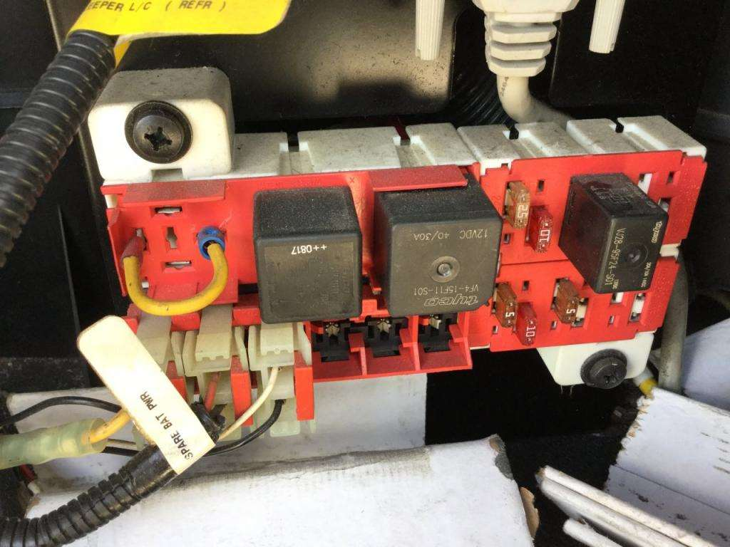Fuse Boxes Panels Peterbilt 387 9389881 2009 peterbilt 387 fuse box for sale spencer, ia 24594952 Peterbilt 379 Fuse Panel DRL at nearapp.co