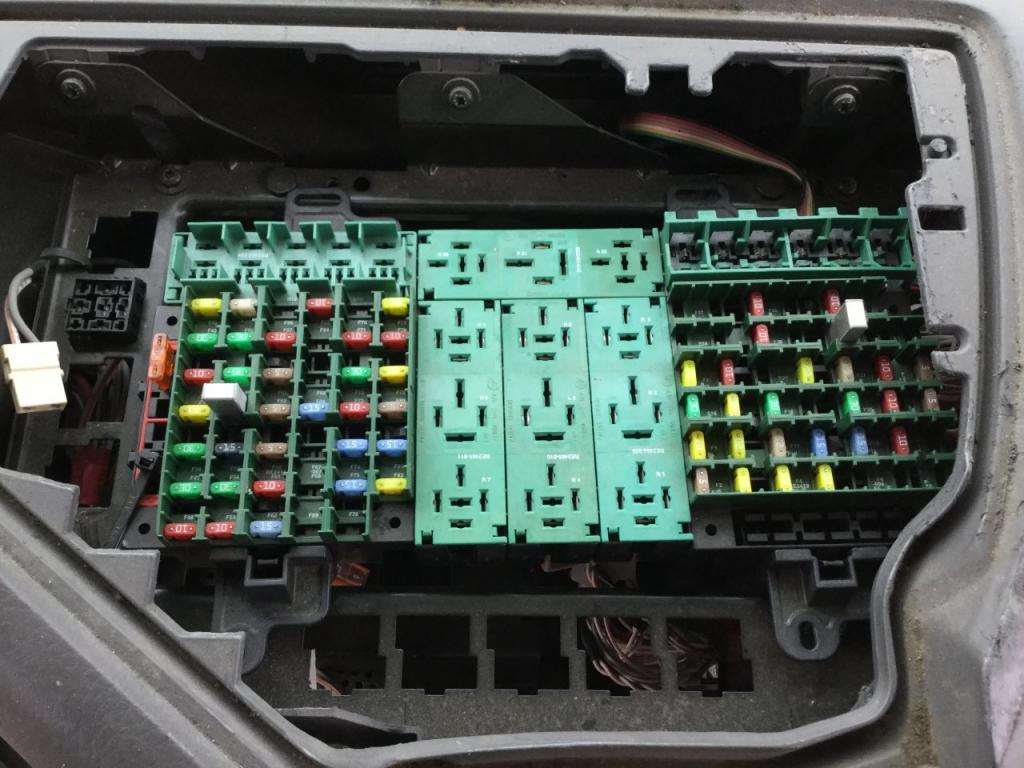 Fuse Boxes Panels Volvo VNL 9322865 2005 volvo vnl fuse box for sale spencer, ia 24608060 volvo fuse box at gsmx.co