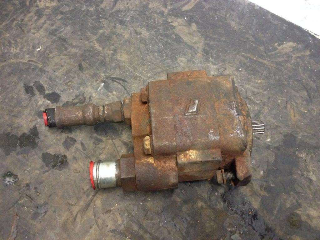 1999 hydraulic pump for sale spencer ia 24518070 for Hydraulic pumps and motors for sale