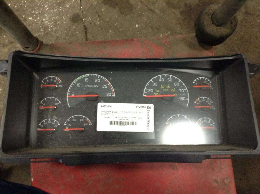 2007 volvo vnl instrument cluster for sale spencer ia. Black Bedroom Furniture Sets. Home Design Ideas
