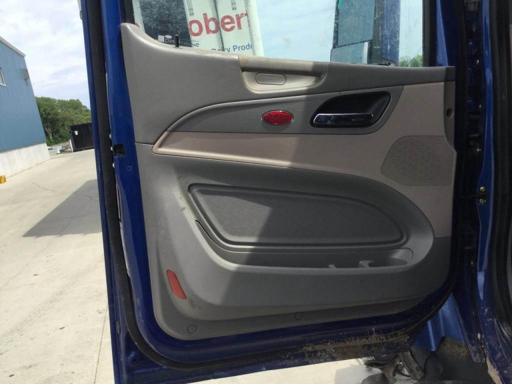 2018 Peterbilt 579 Interior Door Panel