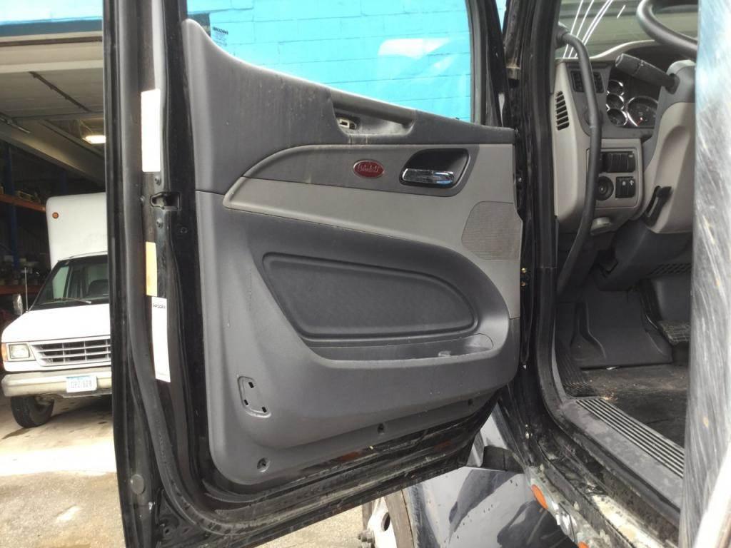 2016 Peterbilt 579 Interior Door Panel
