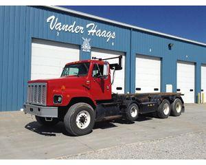 International S2600 Roll-Off Truck