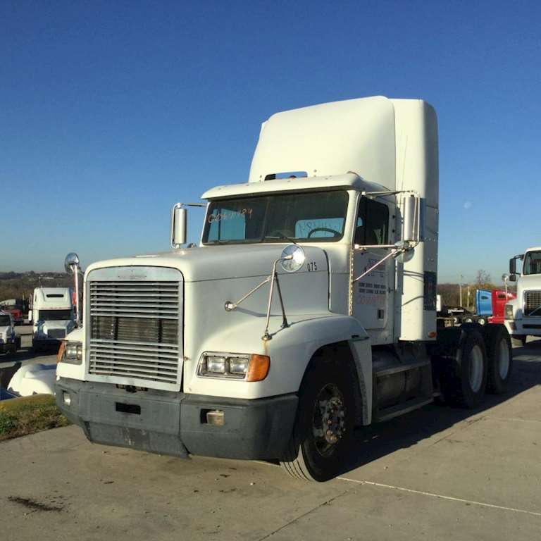 Truck Wind Deflector >> 2000 Freightliner Fld120 Wind Deflector For Sale Kansas City Mo