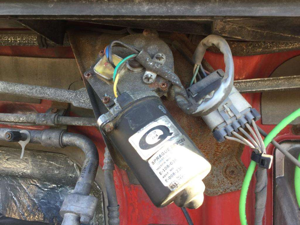 2011 Volvo VNL Windshield Wiper Motor