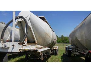 Fruehauf Dry Bulk / Pneumatic Tank Trailer
