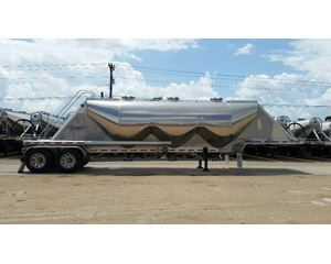 MAC Dry Bulk / Pneumatic Tank Trailer