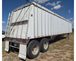 1995 Merritt double hopper grain trailer