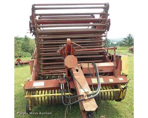 1977 New Holland 850 round baler