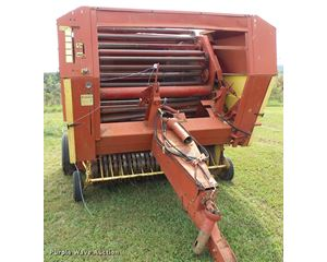 1983 New Holland 855 round baler