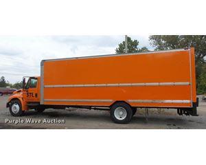 2004 International DuraStar 4300 box truck