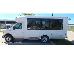 2006 Ford E350 Super Duty bus