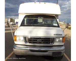 2003 Ford E350 Super Duty bus