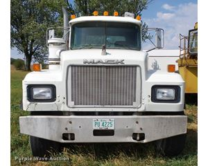 2000 Mack RD688S truck cab and chassis